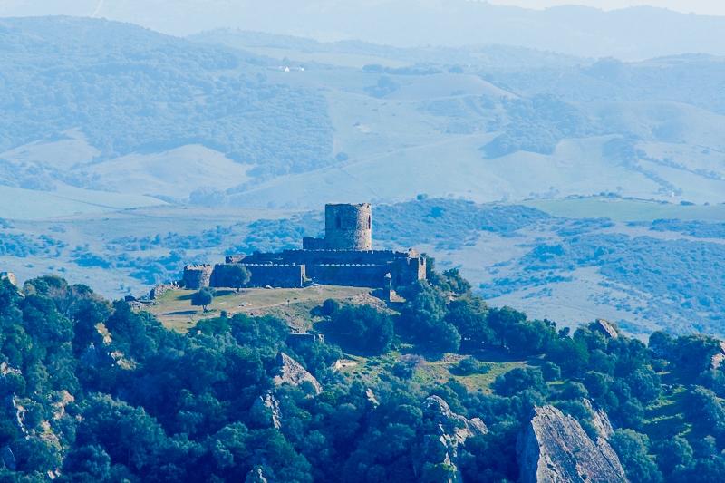 Jimena Castle 20.02.2012  (Canon EF 300mm f/4.0L IS + Canon EF 1.4x II Extender)